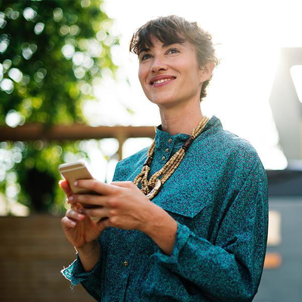 74% dos consumidores digitais brasileiros utilizam smartphone no processo de compra
